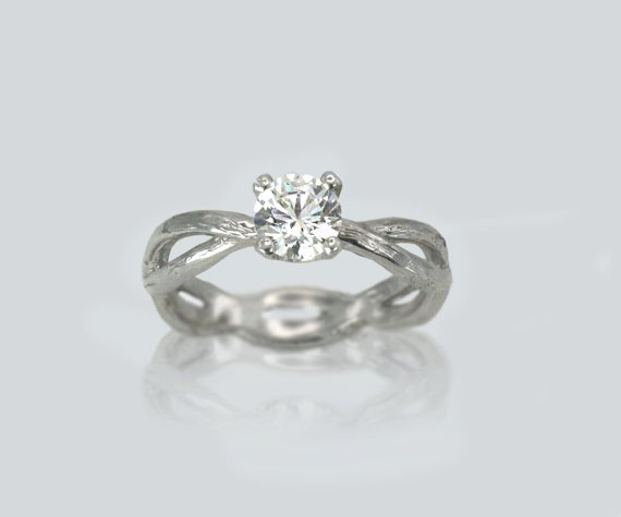 anillo con doble alianza y mosanita