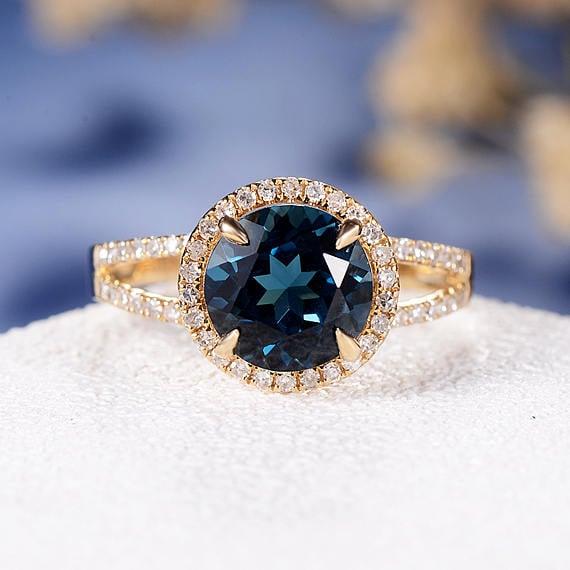 anillo de topacio azul