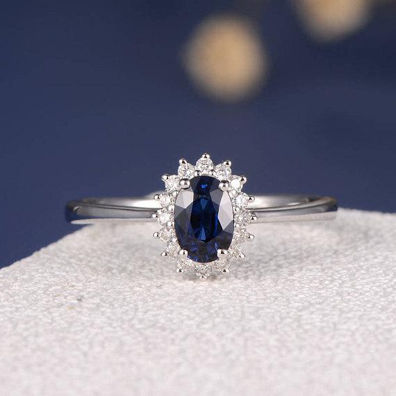 anillo de compromiso de zafiro azul marino