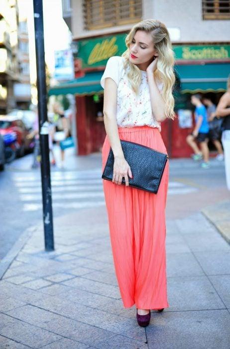Pantalones amplios