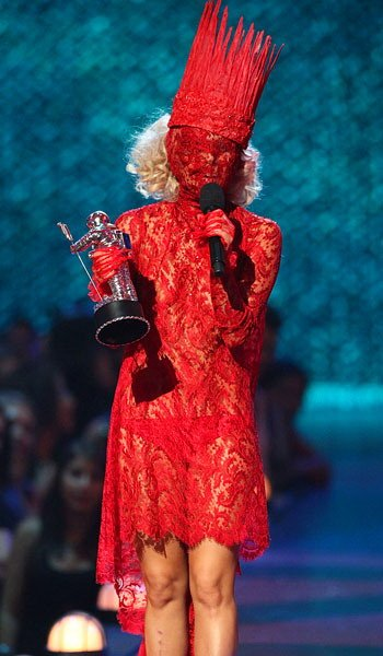 Lady Gaga en los MTV Video Music Awards 2009 red dress