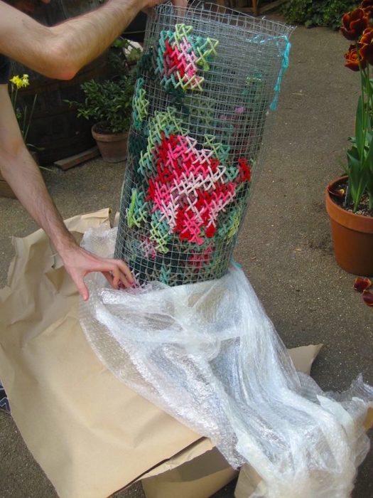 tejiendo flores
