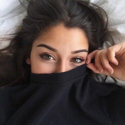 chica con ojos grandes