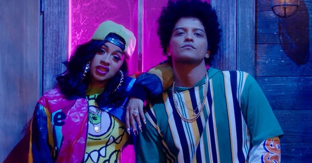 Bruno Mars estrena videoclip junto a Cardi B y nos regresará a la década de los 90