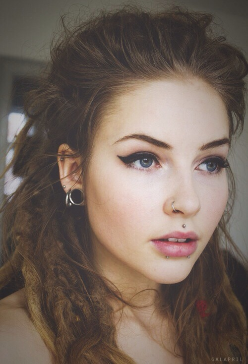 15 Chicas Con Piercings En La Nariz Que Te Harán Querer Uno
