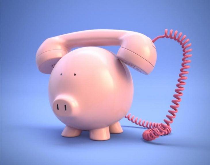 teléfono en forma de cerdito
