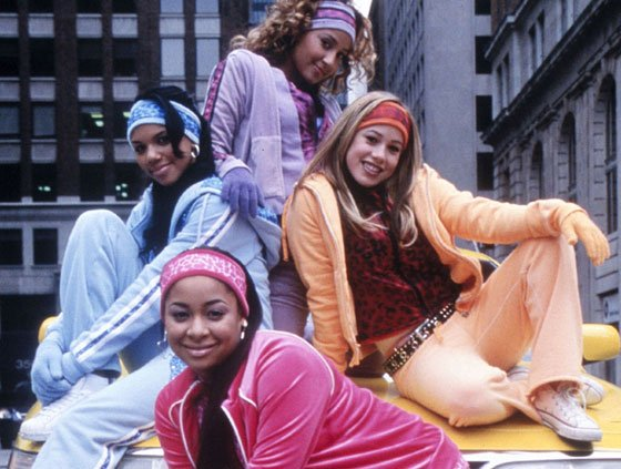 Cheetah girls paradas sobre un taxi