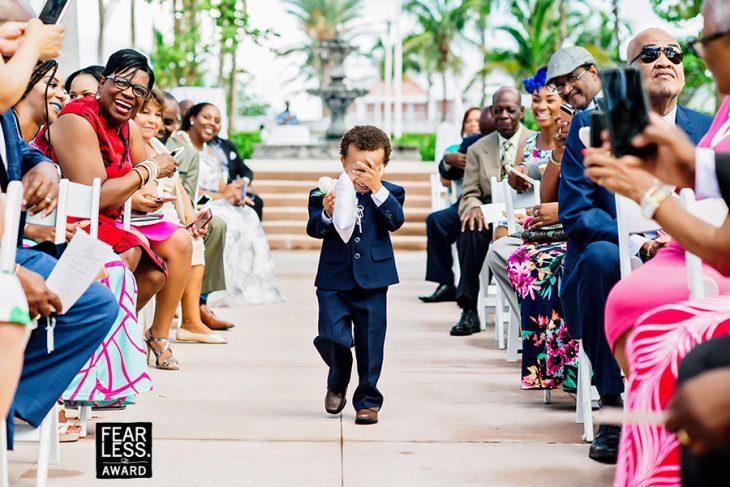 niño llorando al caminar
