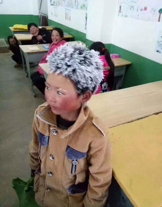 Chico que todos los días llega congelado al colegio
