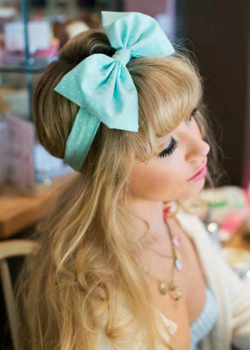 15 maneras de usar un mo o para adornar todos tus peinados for Que represente 500 mo