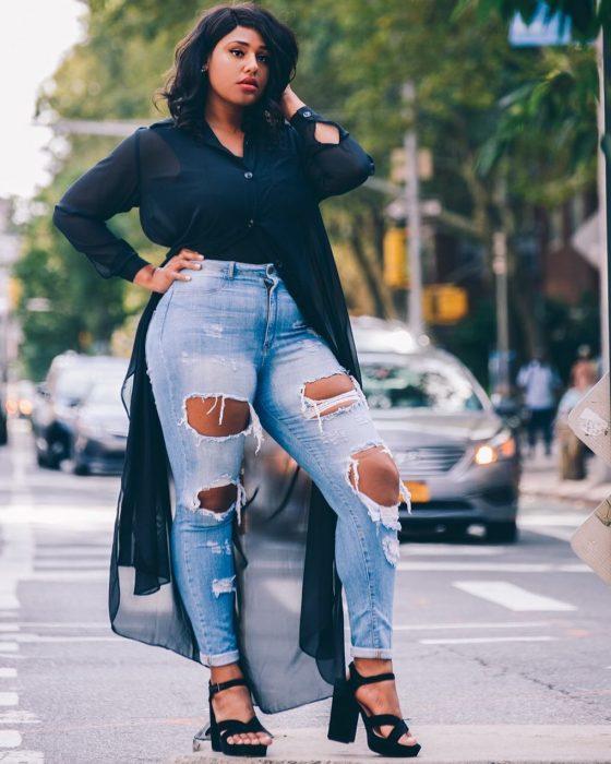 Chica creó prendas para chicas curvi