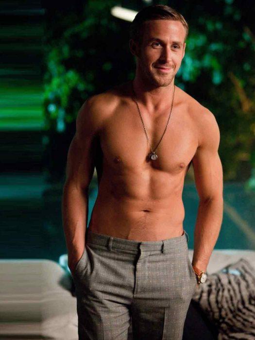 Ryan Gosling sin camisa en la película loco y estúpido amor