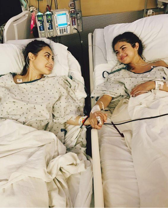 chicas en un hospital