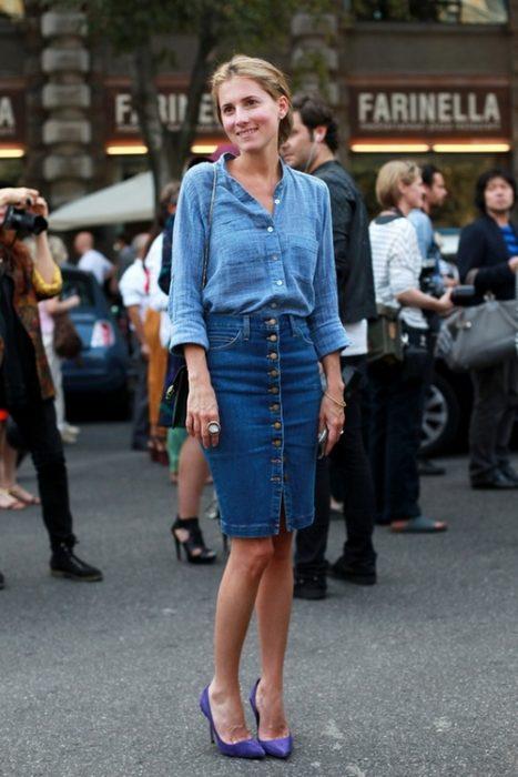 falda de mezclilla con botones blusa de mezclilla chica castaña
