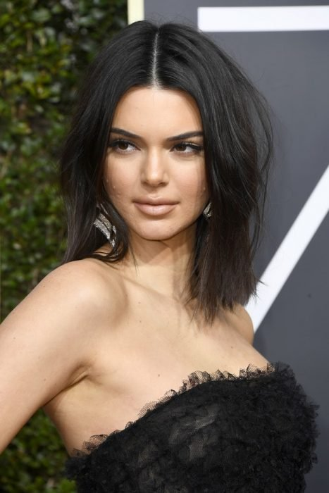 kendall jenner con acné