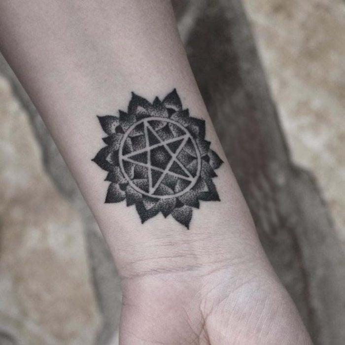 tatuaje de pentagrama