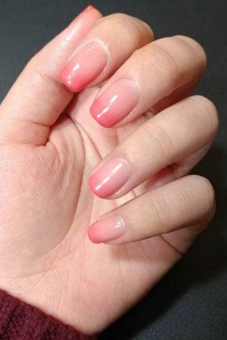 degradado rosa juvenil uñas ombre