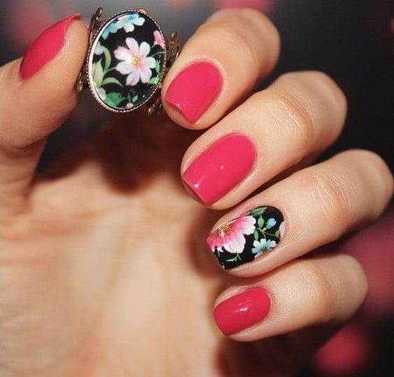 uñas con flores rosas y azules