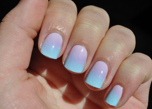degrado en pasteles uñas lila azul
