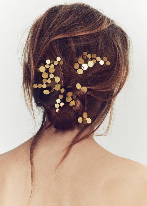 Accesorio para el cabello en forma de broche con puntos