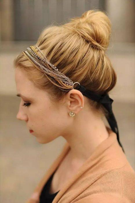 Accesorio para el cabello en forma diadema de cadenas