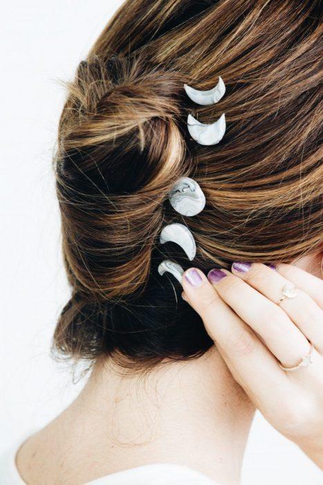 Accesorio para el cabello en forma de estados de la luna