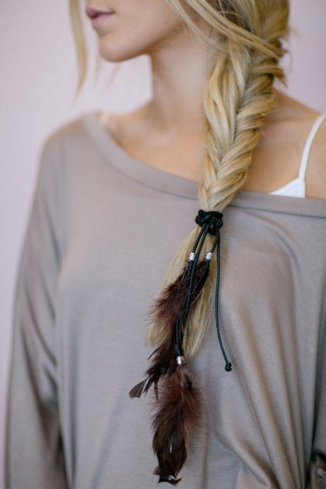 Accesorio para el cabello en forma de plumas