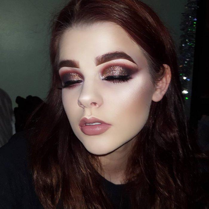 Chica que sufre de eccema y hace tutoriales para Instagram sobre maquillaje