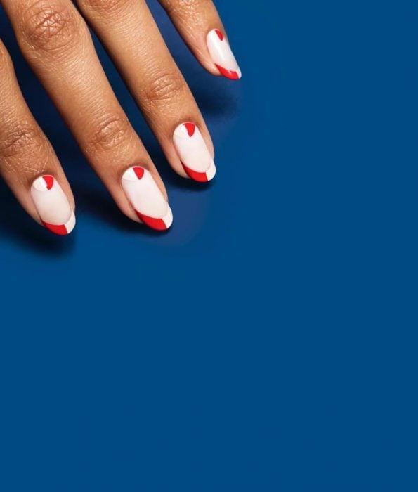 Diseños de uñas francesas con líneas en color rojo con blanco