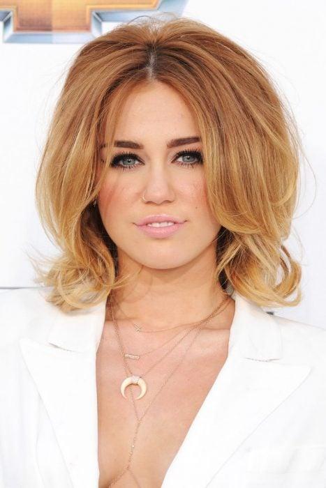 Ondas de Miley Cyrus en 2012