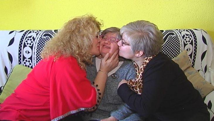 gurpo de hermanas apoyándose mutuamente