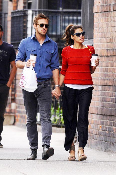 Eva mendez paseando junto a Ryan Gosling