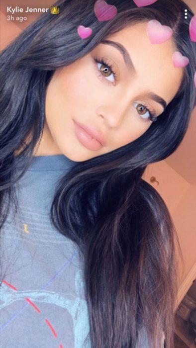 Kylie Jenner publicando una historia en snapchat