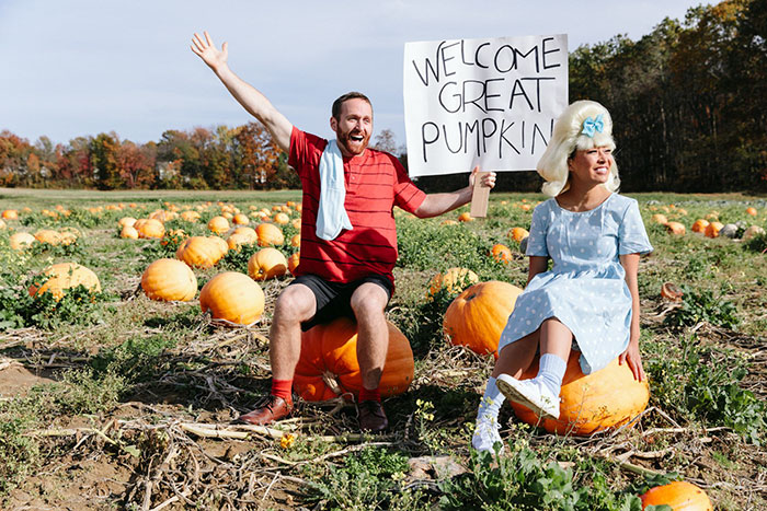 "Linus and Sally from ""It's The Great Pumpkin, Charlie Brown"" pareja de actores comprometidos"