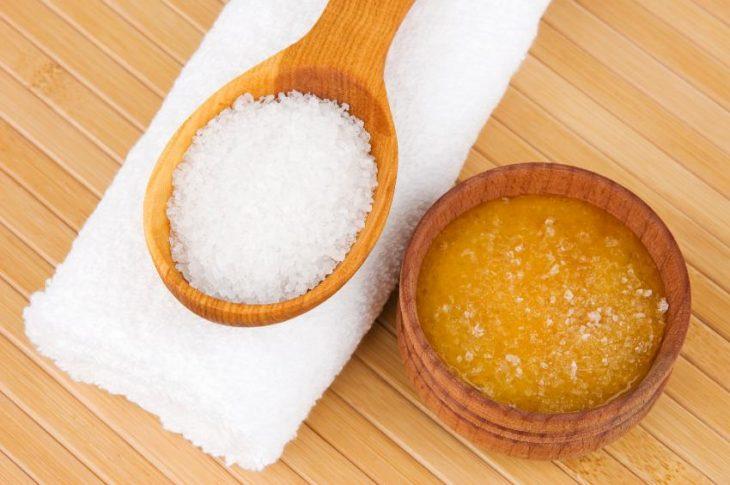 miel y azúcar en tazas