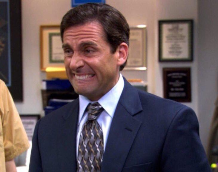 Hombre de la serie the office haciendo cara de asco