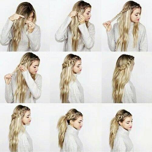 chica peinando su larga cabellera rubia