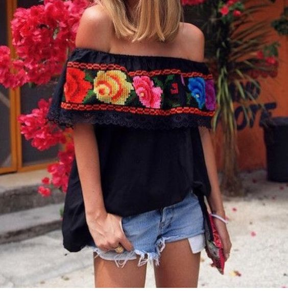 blusa negra a los hombros
