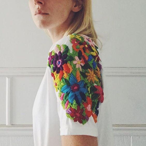 blusa blanca con flores bordadas