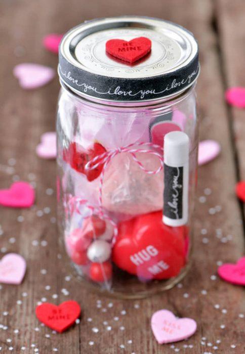 Tarro mason jar con pequeños accesorios