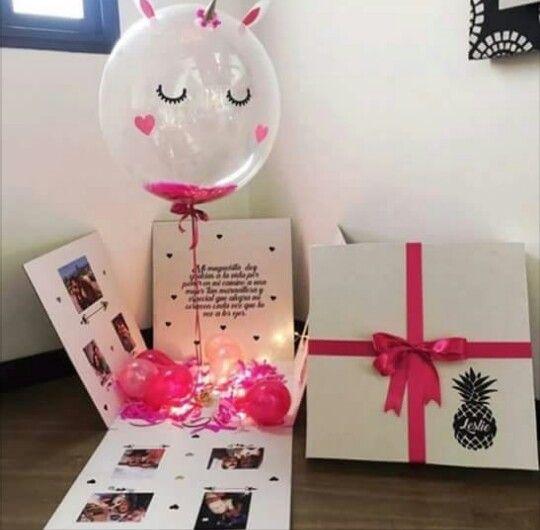 Globo de unicornio dentro de una caja con fotografáis
