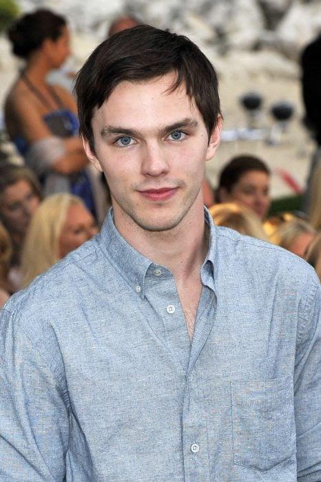 chico con ojos azules