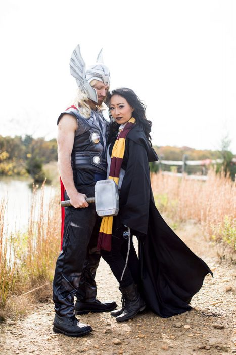 Thor and Harry Potter pareja de actores sesion de compromiso cosplay