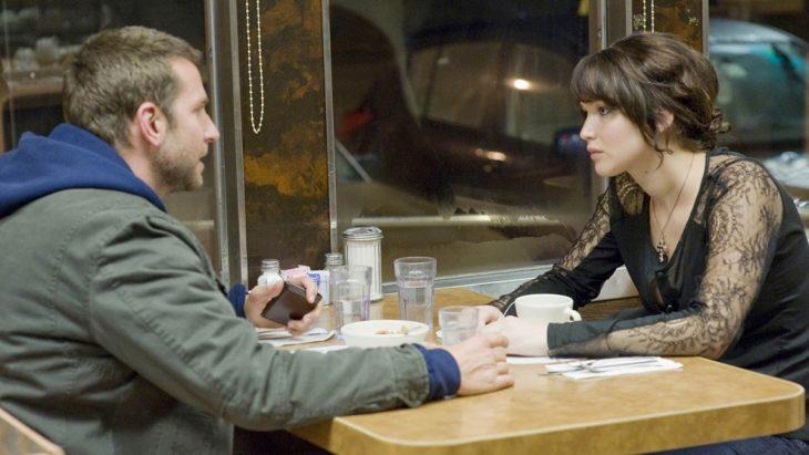 Escena de la película el lado bueno de las cosas. Jennifer Lawrence y su pareja peleando