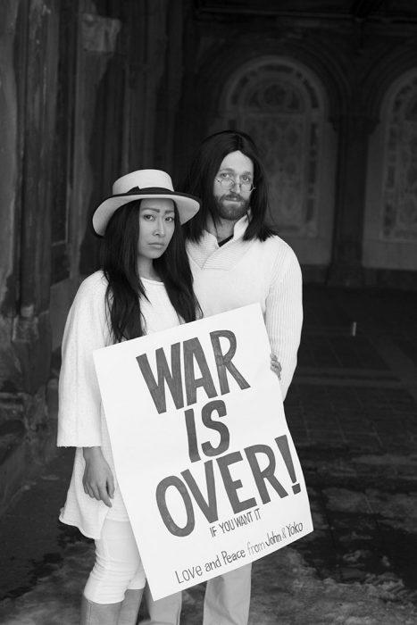 Yoko Ono and John Lennon pareja de actores cosplay