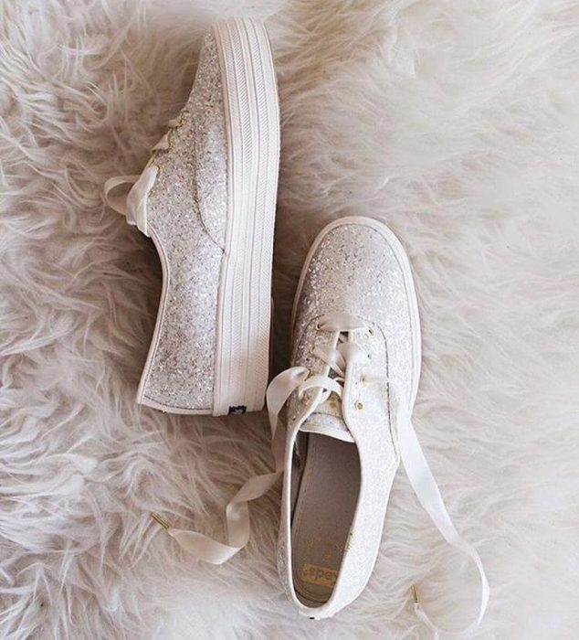 Zapatos con glitter y un poco de tacón de plataforma