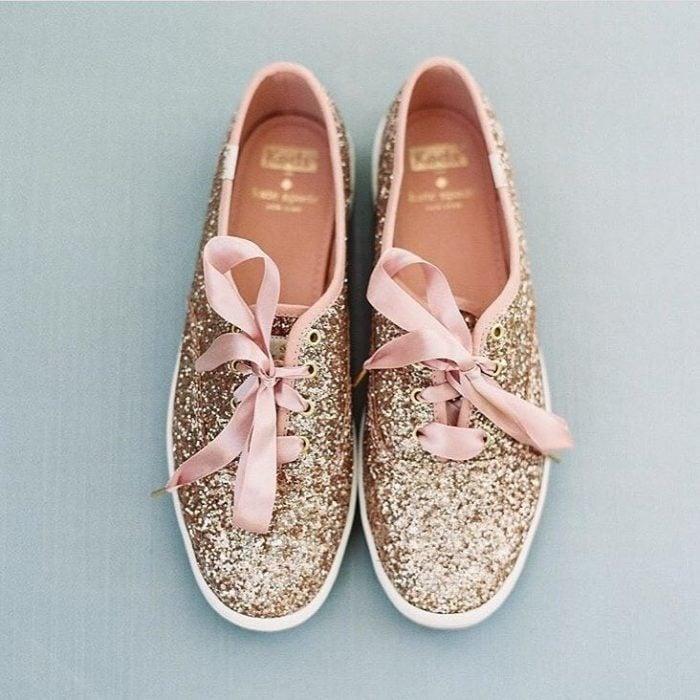 Tenis con glitter y listón rosa gold