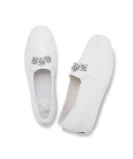 Zapatos con piedras incrustadas