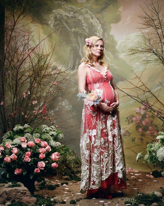 kirsten dunst embarazada posando para Rodarte