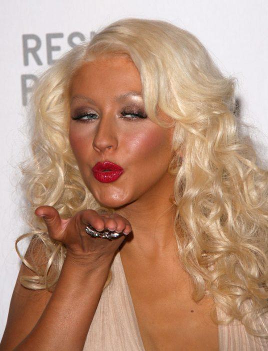 christina aguilera con mucho maquillaje